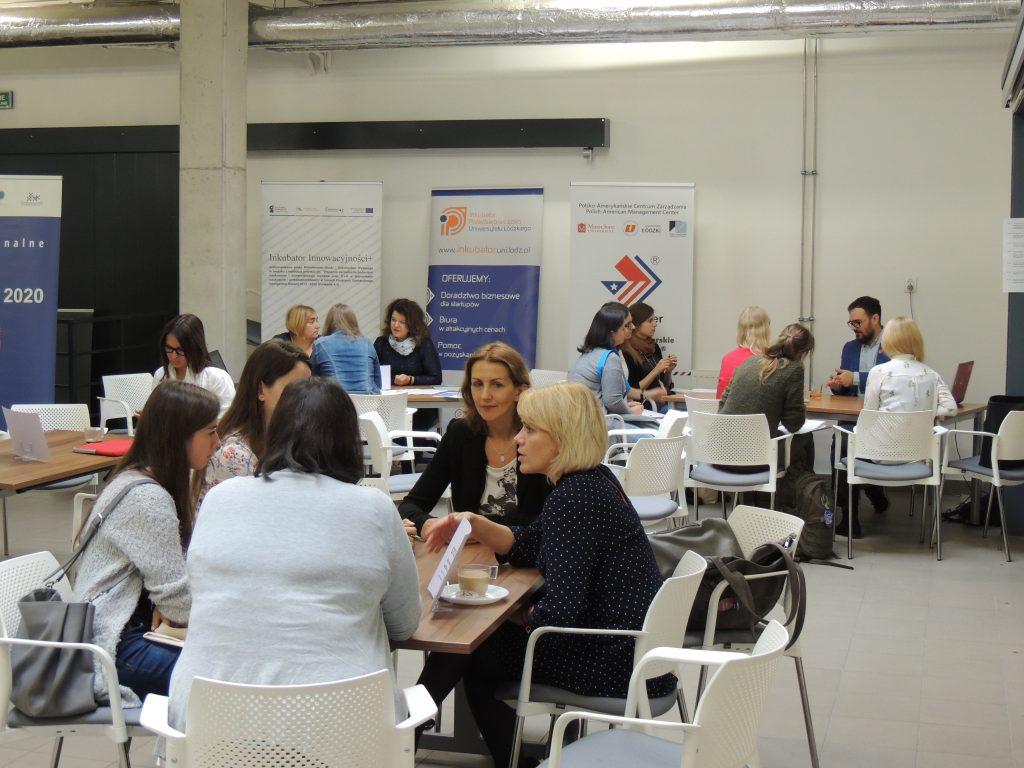 Sesja konsultacji gwarantowała łatwy dostęp do ekspertów z różnych dziedzin.